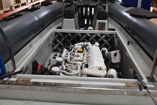 Dynamat motor de barco